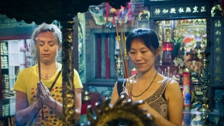 Sunny Bergman onderzoekt hoe ze in Taiwan omgaan met klachten van stress en burnout. Beeld VPRO