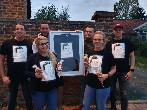 De vrienden en familie van Ben die de actie voor 'De Warmste Week' organiseren.