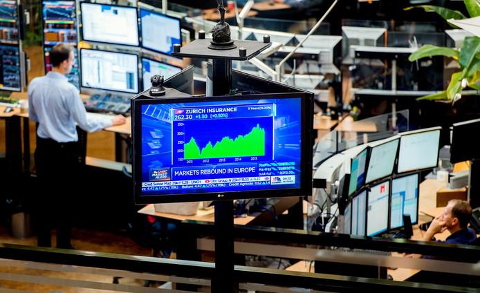 Handel op Euronext. De effectenbeurs is met winst begonnen. Alle 25 fondsen in de AEX gingen omhoog daags na de flinke koersduikeling.