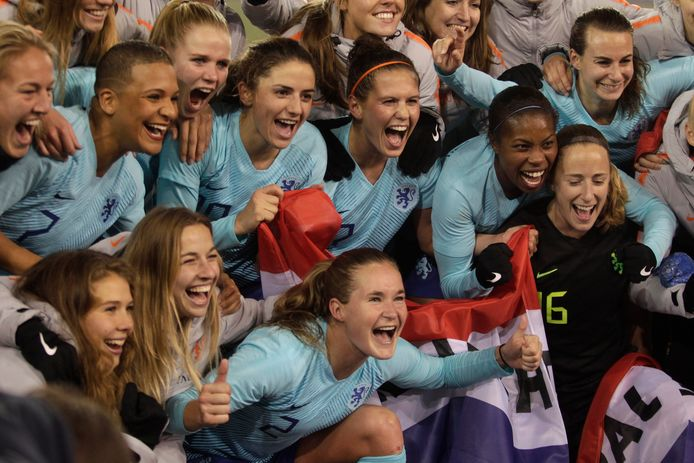 Vreugde bij de Oranje Leeuwinnen na het bereiken van het WK.
