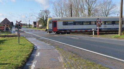 Defecte trein blokkeert spooroverweg op Oudenaardsesteenweg