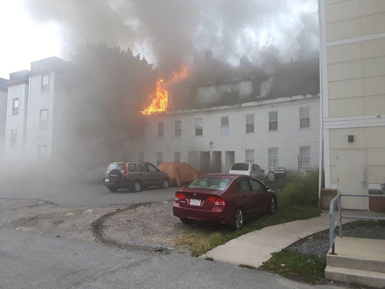Een brandend huis in Lawrence.