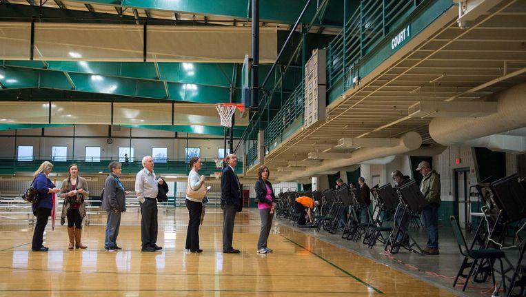 Stemmers in de rij in Conway, Arkansas. Beeld afp
