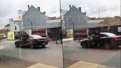 Agressieveling die parkeerwachter meesleurde met auto valt collega-parkeerwachter aan in supermarkt