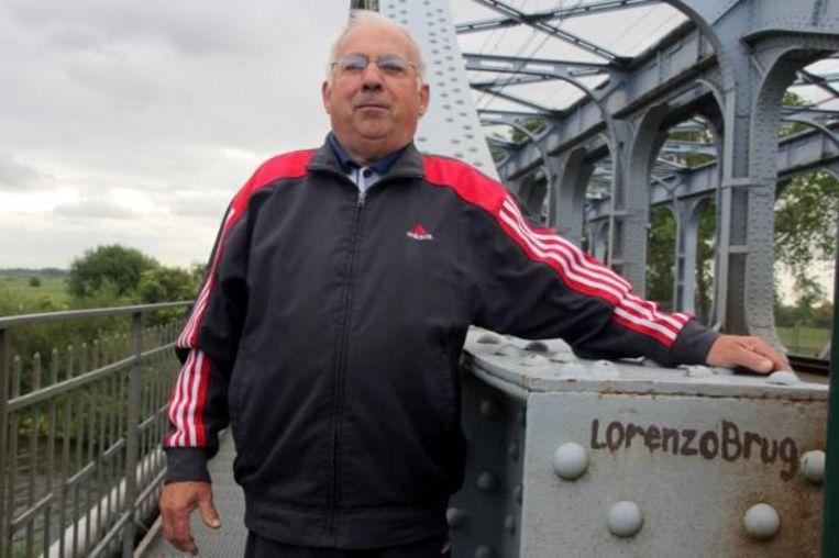 Laurent 'Lorenzo' Vanhaesebroeck bij zijn brug.