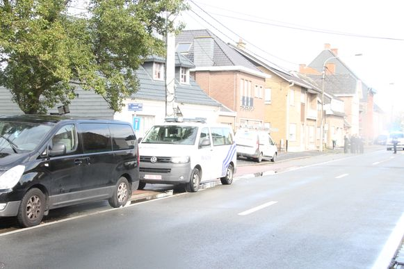Het zwarte minibusje greep de fietser.