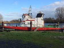 Blusboot Heerewaarden ligt nu voor anker op plas bij de sluis St.-Andries