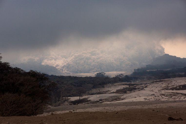 In Guatemala houden de autoriteiten de Volcán de Fuego (Vuurvulkaan) nauwgezet in de gaten nadat de voorbije dagen ontploffingen waren te horen.
