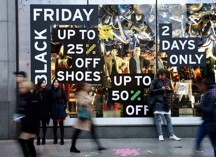 Retailers beloven hoge kortingen te geven met Black Friday.