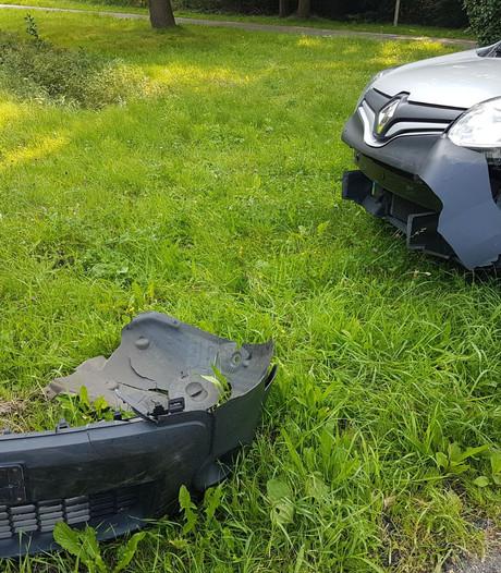 Flinke schade bij botsing met 2 auto's in Hengelo