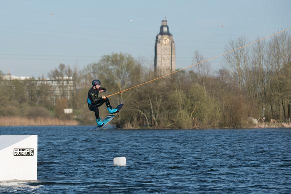 (Archiefbeeld) Grote waterplassen zoals de Donk in Oudenaarde hebben een verkoelend effect tijdens de hittegolf.