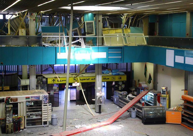 Een beschadigde terminal in Tripoli Beeld afp