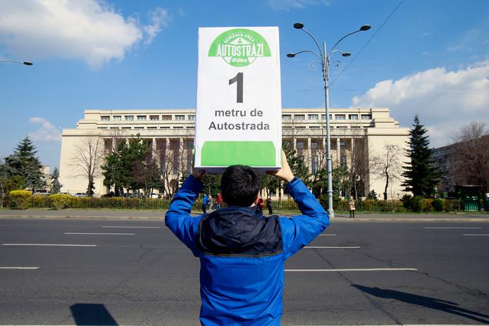 Protest bij het Roemeense parlementsgebouw voor meer snelwegen,
