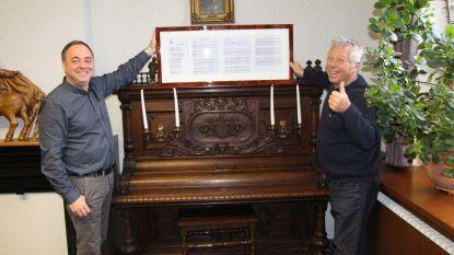 Juul Kabas schenkt partituur 'Van Retie zen ik' aan gemeentebestuur