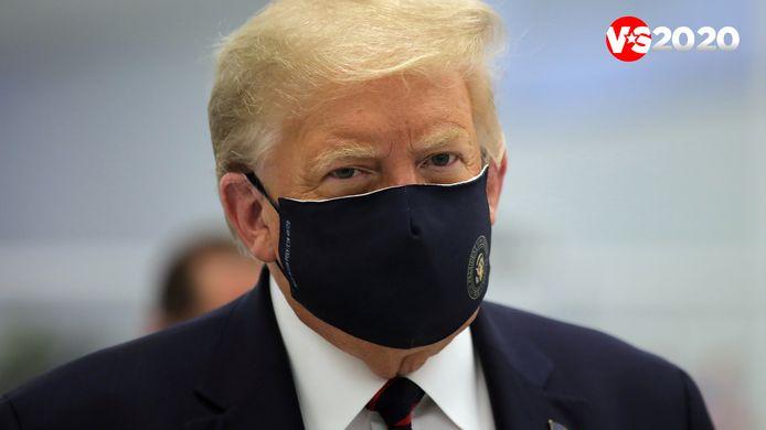 Een zeldzame keer dat Donald Trump in het openbaar met een mondmasker verscheen. Dit was eind juli.