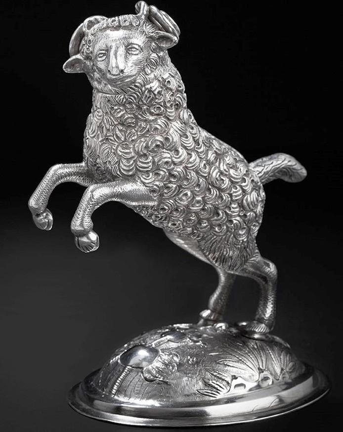 Drinkkan in vorm van ram, 17e eeuw, (particuliere collectie) zilverexpositie Markiezenhof