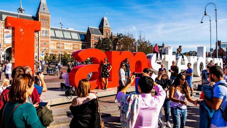 Toeristen op het museumplein Beeld ANP