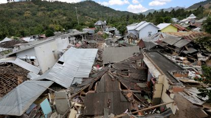 Dronebeeld toont ravage Lombok na aardbeving