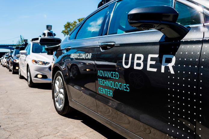 Experimentele, zelfrijdende auto's van Uber in het ontwikkelingscentrum van het bedrijf in het Amerikaanse Pittsburgh