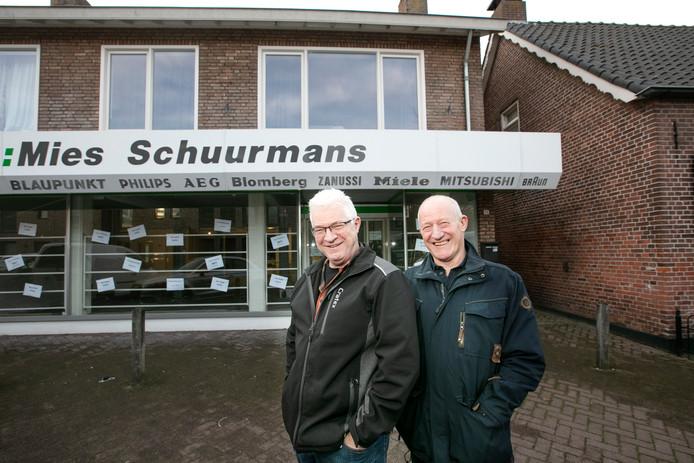 Mies (rechts) en zijn broer Johan Schuurmans.