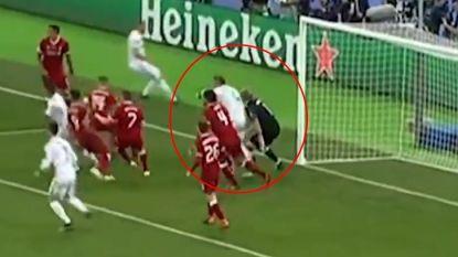 Bewust of niet? Sergio Ramos, die Salah beterschap wenst, deelde tik met de elleboog uit aan doelman Karius