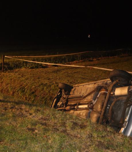 Auto belandt in sloot in Gameren: inzittenden spoorloos