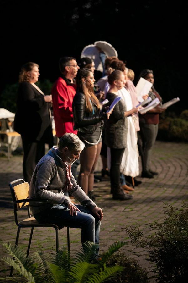"""Rusmin Madesko, muzikaal leider: ,,Alle arrangementen die je vanavond gehoord hebt, zijn door mij gemaakt."""""""