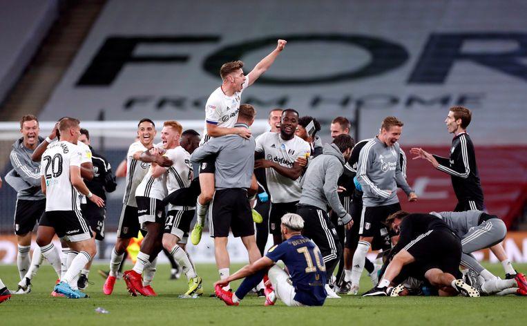 Fulham viert feest. Het promoveert opnieuw naar de Premier League.