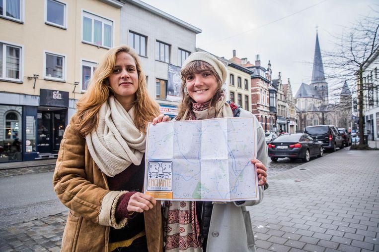 Marie en Rebekka vragen handelaars gratis diensten aan te bieden.
