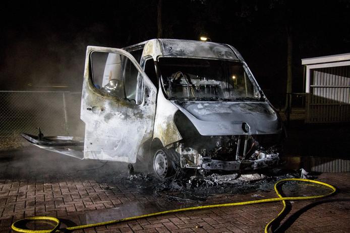 Het uitgebrande busje