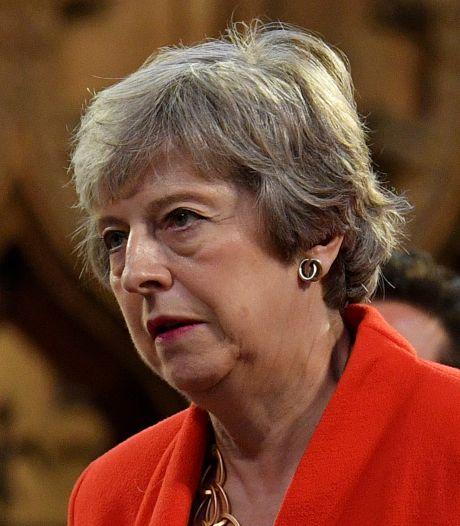 """Theresa May accuse son successeur de menacer """"l'intégrité du Royaume-Uni"""""""