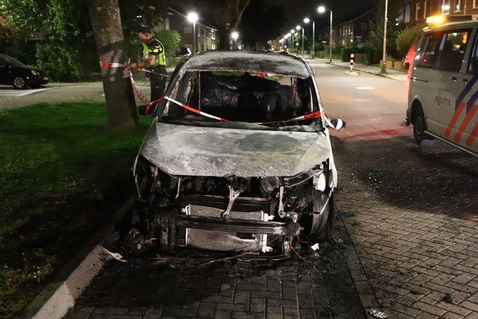 Aan de Middelcoopstraat in Culemborg brandde vannacht een auto uit.