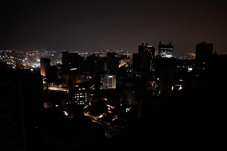 Altamira, de commerciële wijk van de Venezolaanse hoofdstad Caracas, is door de stroomuitval in duisternis gehuld.