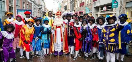 Intocht in Kampen met recordaantal pieten