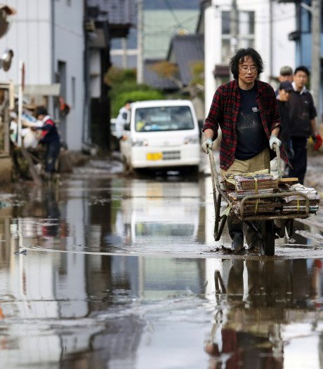 Dodental tyfoon Japan stijgt tot 74