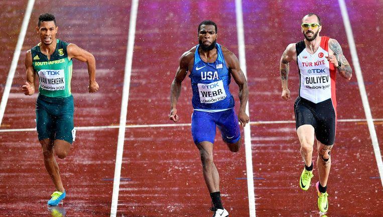 De Turk Ramil Guliyev (rechts) gaat in een halve finale van de 200 meter de Amerikaan Ameer Webb en de Zuid-Afrikaan Wayde Van Niekerk vooraf. Beeld AP