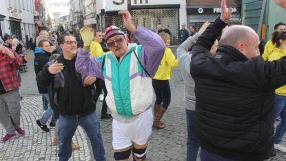 Video: Duurt de carnavalsstoet in Aalst dit jaar tot middernacht? Elke losse groep wil 3 minuten dansen op de Grote Markt