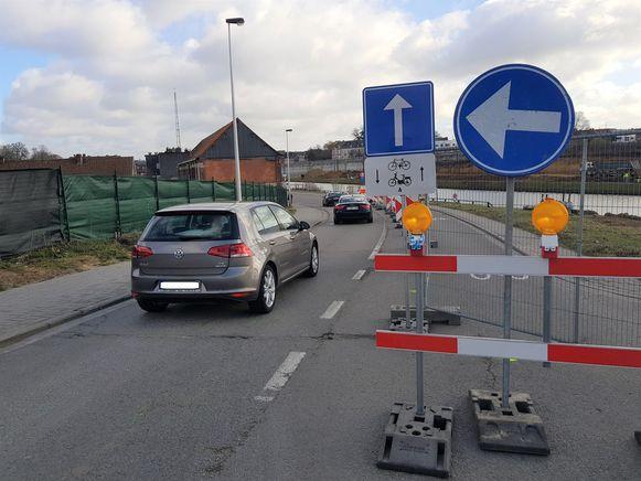 Op de Suikerkaai is er nu al  tijdelijk eenrichtingsverkeer ingevoerd  door de voorbereidende werken voor de bouw van de Zuidbrug. Wanneer de Zennebrug gebouwd wordt is verkeer er onmogelijk.
