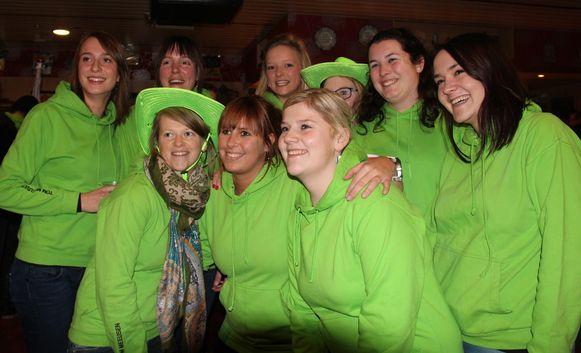 Laura Nelen (uiterst links) nam het initiatief voor de protestactie. Ze kreeg steun van enkele vriendinnen.