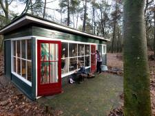 Deze bijzondere boshuisjes worden opgeknapt door Arnhemse klusvrouwen