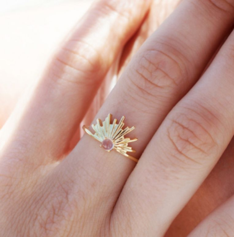 Sunset ring, 50 euro.