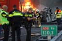 Brand in vrachtwagen na botsing