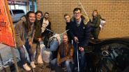 Jong Vld gaat zelf opruimen op Dendermondsesteenweg, en haalt 18 zakken afval op