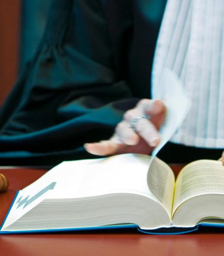 Verdachte van wurgmoord Lelystad wil mede-gedetineerde laten verhoren