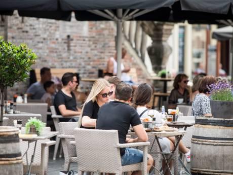 Meer ruimte voor corona-terrassen in Zutphen, markt moet wijken