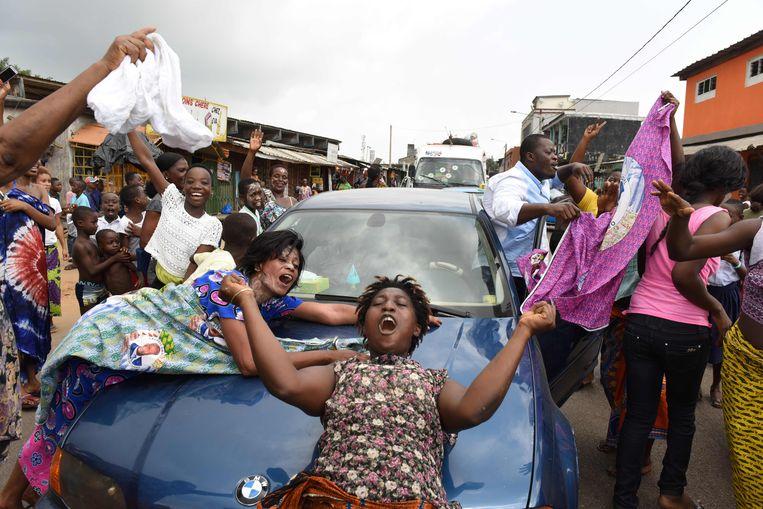 In de straten van Abidjan wordt feestgevierd na de vrijspraak van de Ivoriaanse oud-president Laurent Gbagbo en zijn medeverdachte Charles Blé Goudé.  Beeld AFP
