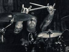 Snoeihard eerbetoon aan overleden drummer uit Twello: 'Proosten, headbangen en horns up voor Rob'