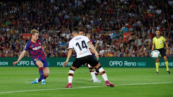 De Jong produceert tegen Cillessen eerste treffer voor Barça