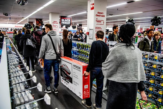 Winkelketens als MediaMarkt konden vorig jaar hun geluk niet op met Black Friday: de verkopen gingen door het dak.