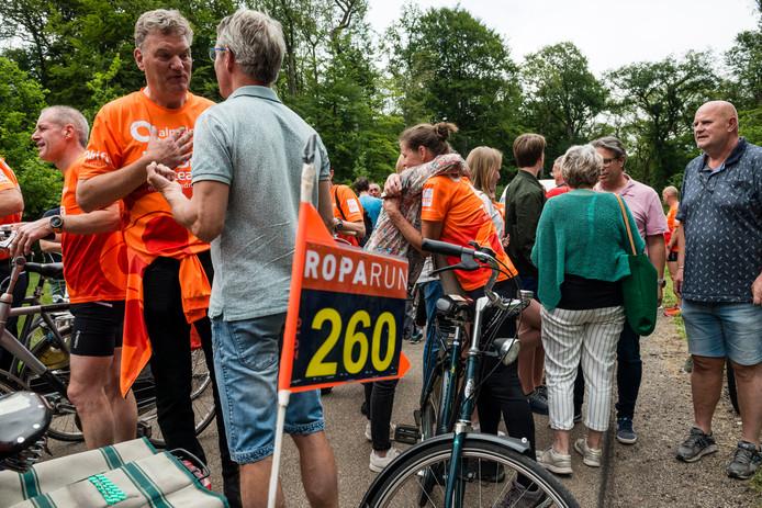 Onder meer de Almeloopers kwamen door Almelo tijdens de afgelopen Roparun.